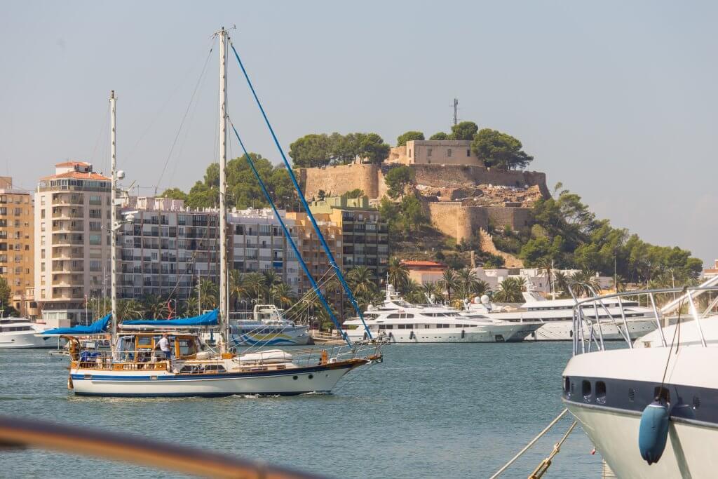 Vista de la ciudad de Dénia desde el Puerto deportivo - Beach houses valencia